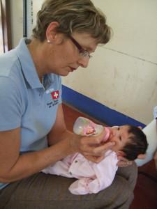 Silvia Honigmann mit unterernährter Patientin
