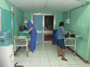 Provisorischer Aufwachraum im Eingangsbereich des Operationstraktes